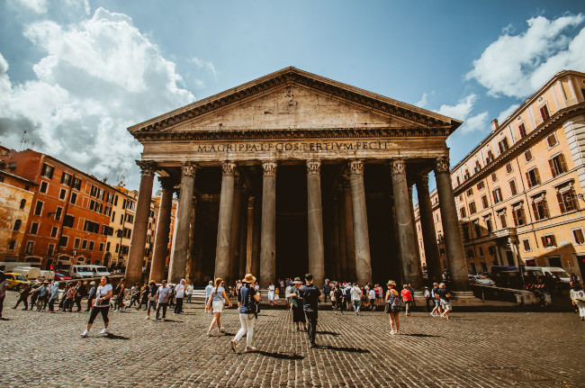 Pantheon, Rotonda's Square